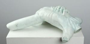 Körperfragment männlich - 2001 - T34/B45/H15cm - Marmor, Beize